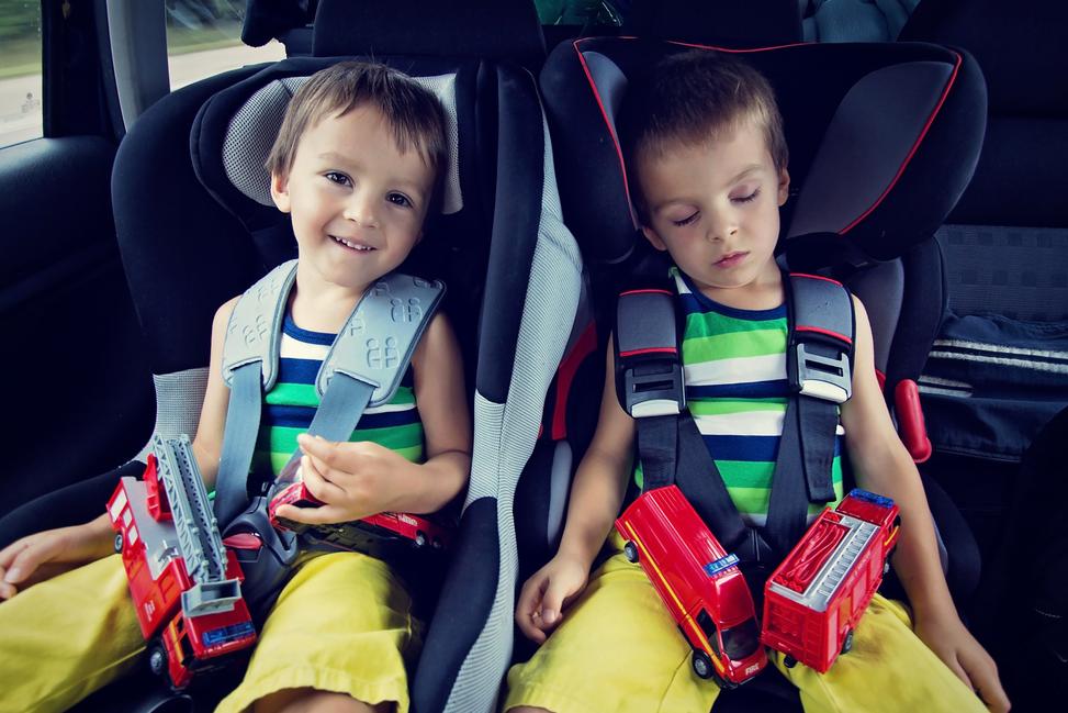 Direct-seguros-entretener-a-tus-hijos-en-un-viaje