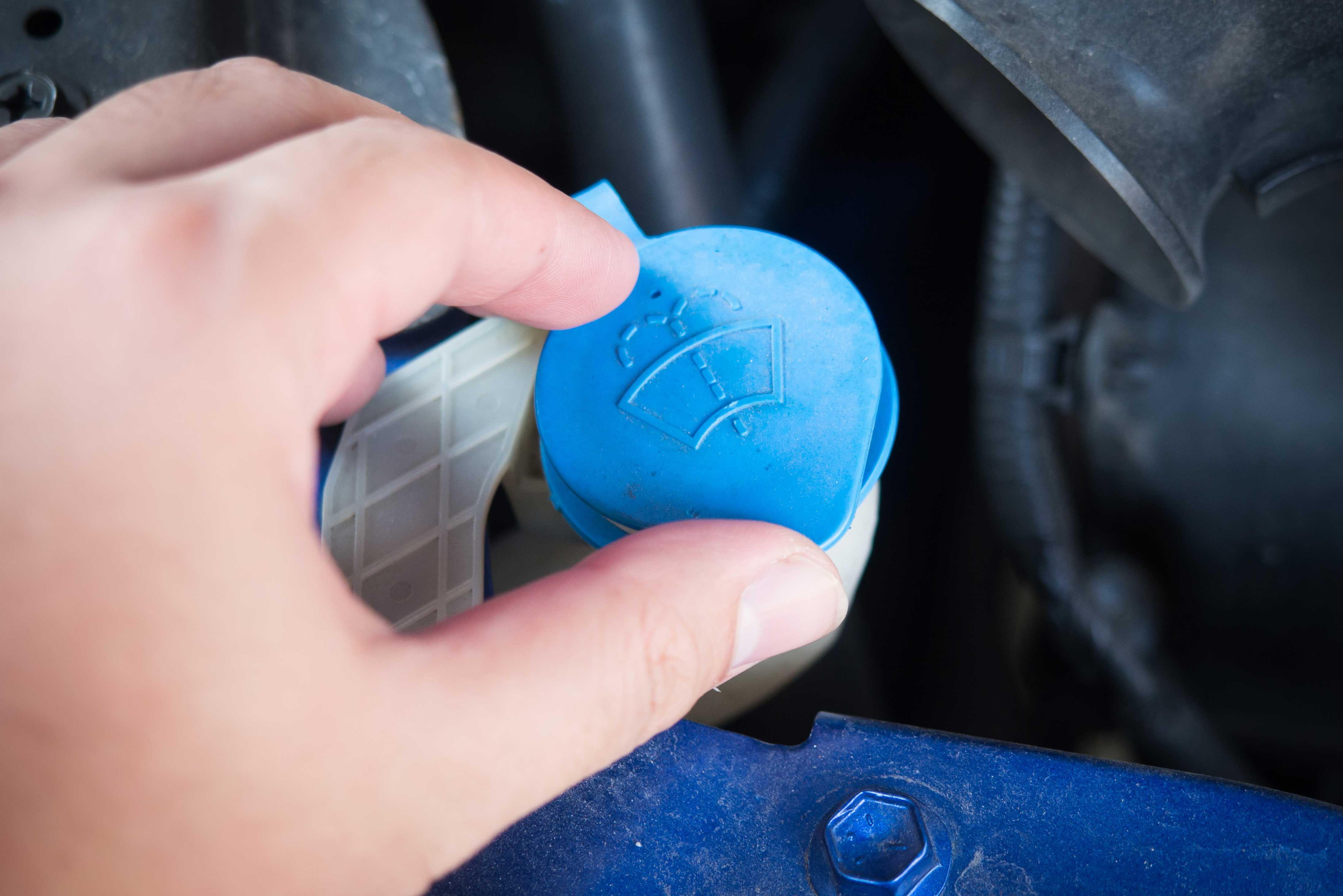 Viaje en carretera: Semana Santa 2018: rellenar líquido limpiaparabrisas del coche