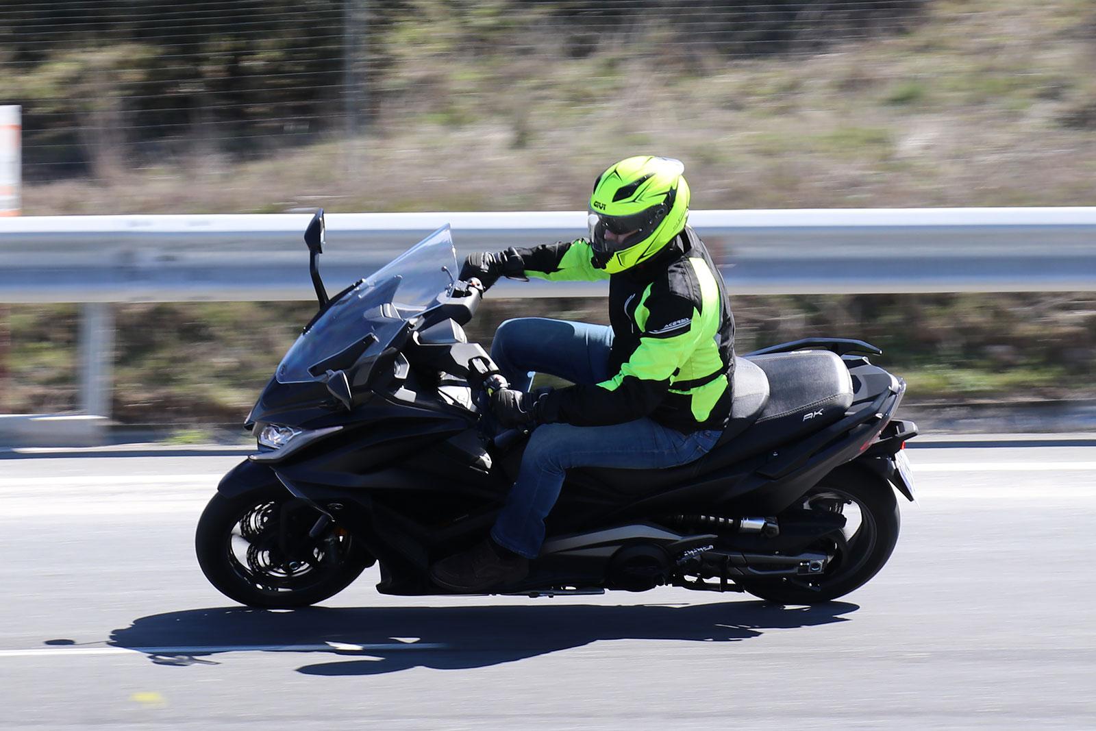 etiqueta ambiental DGT: motos eléctricas, vehículos cero emisiones