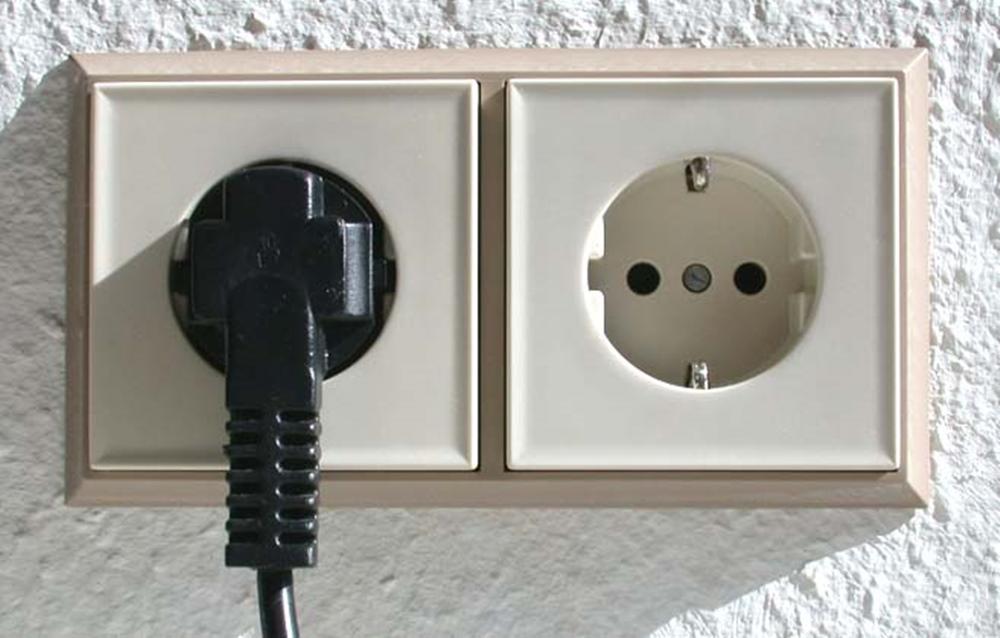 Revisión de instalaciones eléctricas: prevención de incendios, enchufes eléctricos