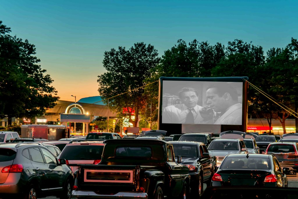 Ocio después del coronavirus: Ver una película en pantalla grande desde tu coche